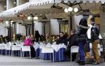 Εργασιομανής στα 92 της κάνει... δημόσιες σχέσεις σε εστιατόριο