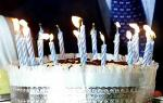 Και όμως ... το τραγουδάκι και η ευχή νοστιμίζουν την τούρτα γενεθλίων !